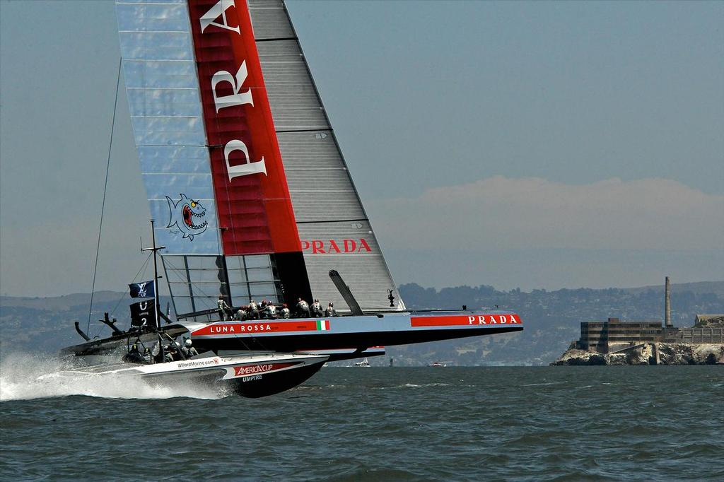 Luna Rossa rounds the first mark and takes off heads toward the leeward mark in the fourth match race of the Louis Vuitton Cup in San Francisco in California. ©  SW