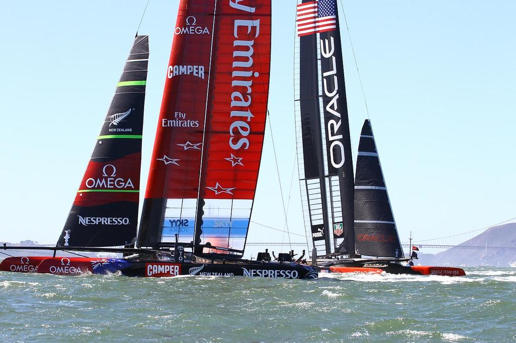 America's Cup Day 8 San Francisco. Emirates Team NZ leads Oracle Team USA around Mark 4 in Race 11 © Richard Gladwell www.photosport.co.nz
