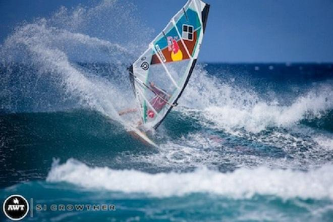 Another powerful slash from Levi!  © Si Crowther / AWT http://americanwindsurfingtour.com/