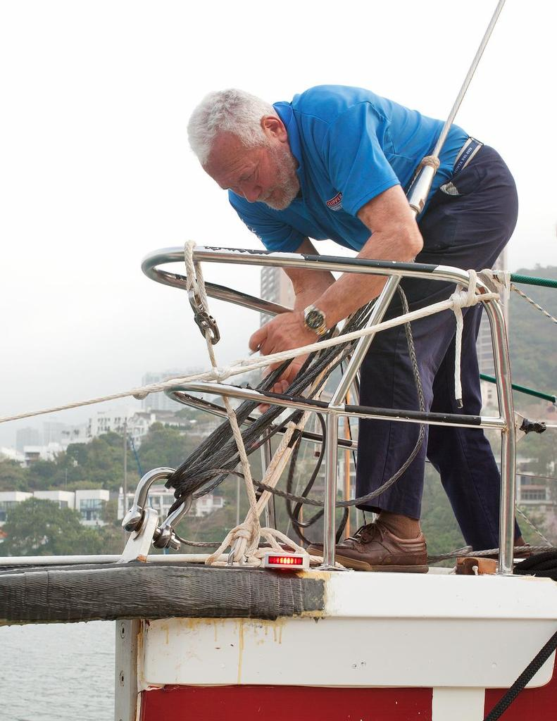 CLIPPER pitstop in Hong Kong . Replacing the damaged bottlejack with dyneema. <br />  &copy; Guy Nowell http://www.guynowell.com