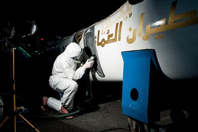 The Oman Air Shore Team worked through the night repairing the damage to their Extreme 40 ©  Xaume Olleros