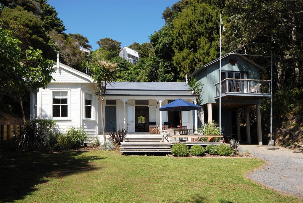 A sailor 39 s dream home in the beautiful bay of islands for House classics 2000