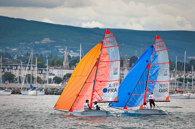 French and British 29er skiffs heading for shore after the final race of the ISAF Youth World Sailing Championships sponsored by Four Star Pizza on Dublin Bay, Ireland. © David Branigan - Oceansport.ie