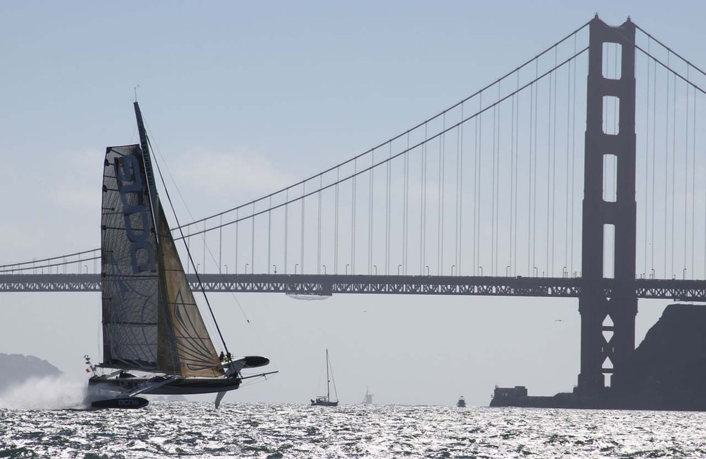 l'Hydroptère DCNS in San Francisco © Thomas Lesage http://hydroptere.com/