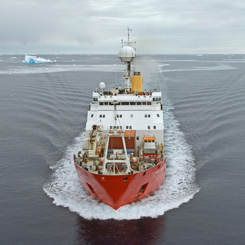 RRS James Clark Ross in the Bellingshausen Sea, west of the Antarctic Peninsula © British Antarctic Survey http://www.antarctica.ac.uk