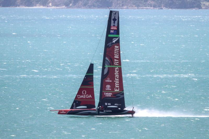 Te Aihe reaching in the 20-25kt SW breeze - Emirates Team New Zealand - Waitemata Harbour - November 22, 2019 - photo © Richard Gladwell / Sail-World.com