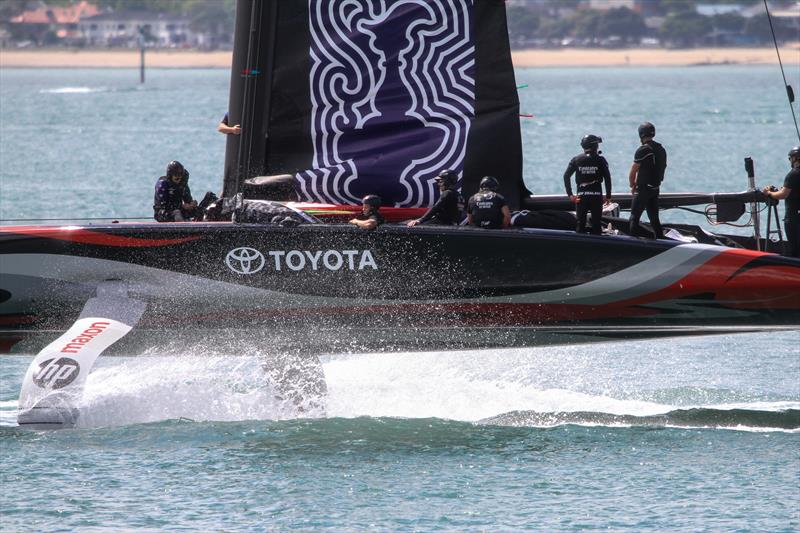 Emirates Team NZ heads out at the start of the Maxon photoshoot - January 8, 2020 - Waitemata Harbour © Richard Gladwell / Sail-World.com