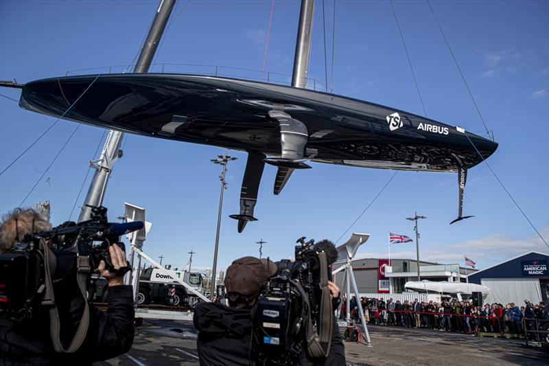 American Magic ouvre la voie avec la mise à l'eau des bateaux de course