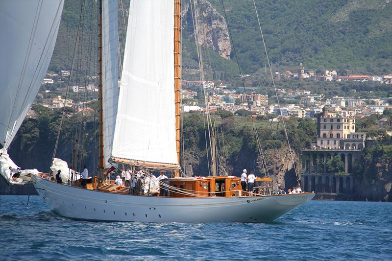 Naema passes Sorrento. - photo © James Boyd / <a target=