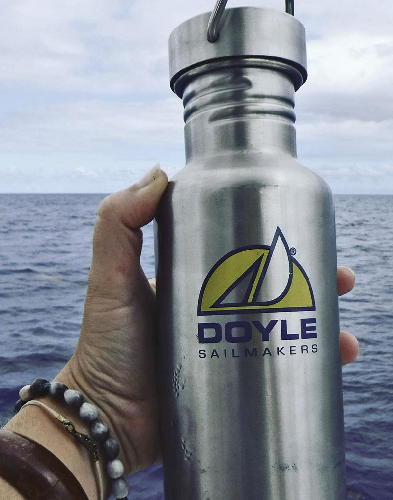 Our plastic-free drinking bottles - photo © Mission Océan