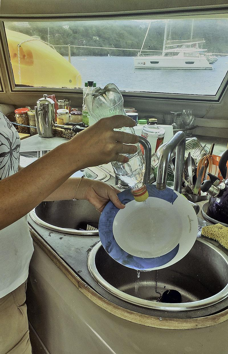 Our crafty little rinse bottle for the dishes - photo © Mission Océan