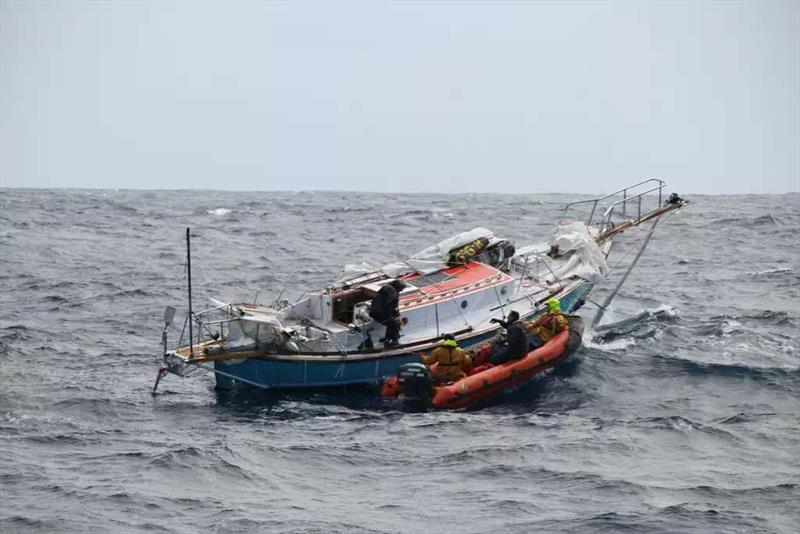 French fisheries protection alongside Thuriya in the Southern Indian Ocean - photo © French Fisheries Protection