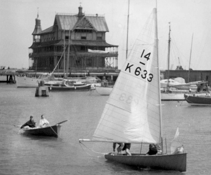The radical Int 14 'Thunderbolt' broke her mast in the Prince of Wales Trophy race and was towed home by friends - photo © Austin Farrar Collection / David Chivers