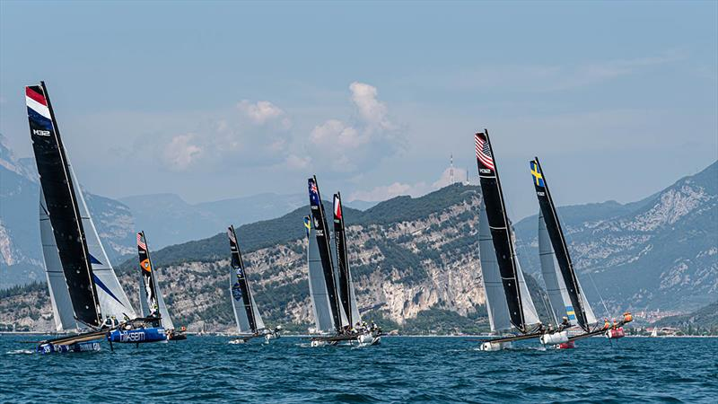 Reaching starts make for a high adrenalin opening few moments of M32 races. - photo © M32 World / Drew Malcolm