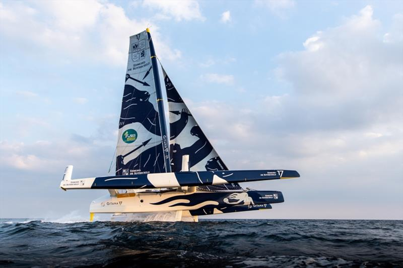 Franck Cammas and Charles Caudrelier at the helm of the Maxi Edmond de Rothschild