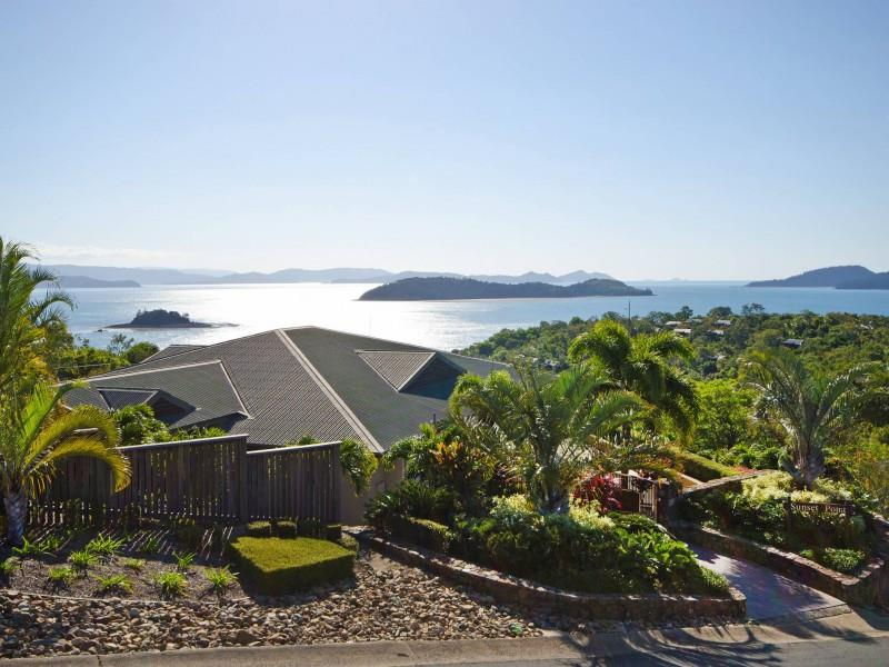 Sunset Point - photo © Whitsunday Holidays