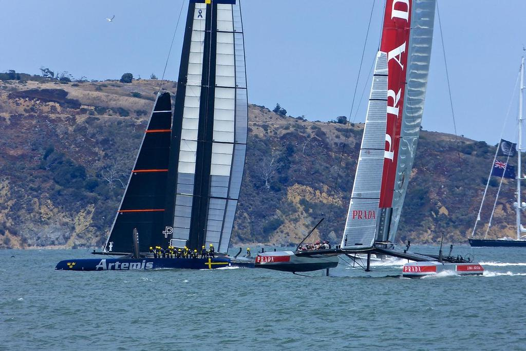 Artemis Racing gets an initial advantage in the pre-start before losing it to Luna Rossa, Semi-Final, Louis Vuitton Cup, San Francisco August 7, 2013 © John Navas