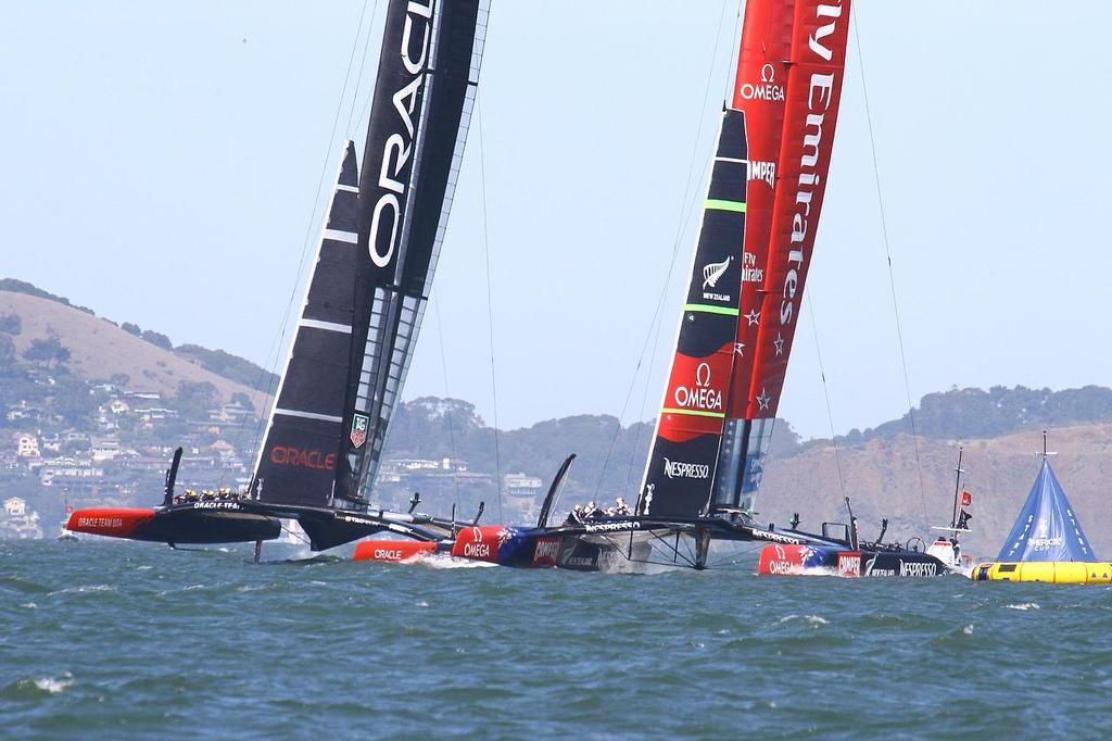 America's Cup Day 8 San Francisco. Emirates Team NZ holds Oracle Team USA up at the start of Race 11 - the port entry boat almost always controls the start and leads at Mark 1 by 30-85 metres © Richard Gladwell www.photosport.co.nz