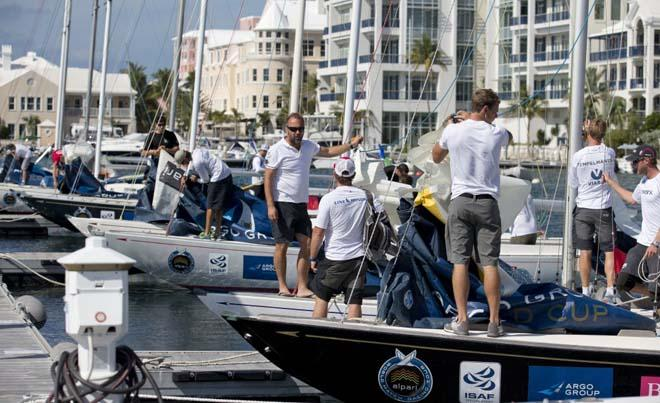 Crews prepare for the Practice Day at the Argo Gold Cup, Bermuda, part of the Alpari WMRT. ©  OnEdition / WMRT http://wmrt.com/