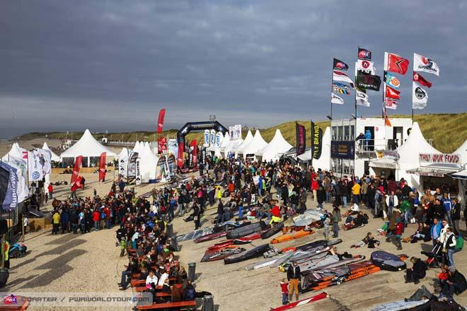 Philip Koster on stage drawing the crowds ©  John Carter / PWA http://www.pwaworldtour.com