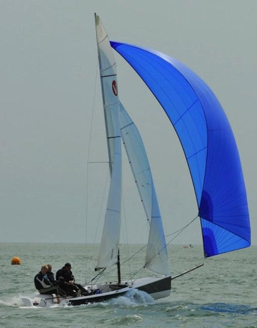 Sailboats racing keelboats one design lifting keel bow sprit © Viper 640 http://viper640.org/