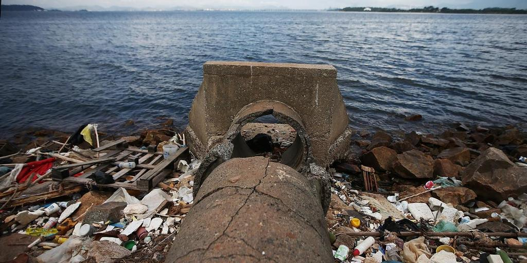 Rio De Janeiro, Brazil - An abandoned drainage pipe sits on the edge of polluted Guanabara Bay in Rio de Janeiro, Brazil. The city is taking on a number of infrastructure projects and cleaning up Guanabara Bay, site of Olympic sailing events, in time for the Rio 2016 Olympic Games.  (Photo by Mario Tama/Getty Images) © Secretaria de Estado do Ambiente do Rio http://www.rj.gov.br