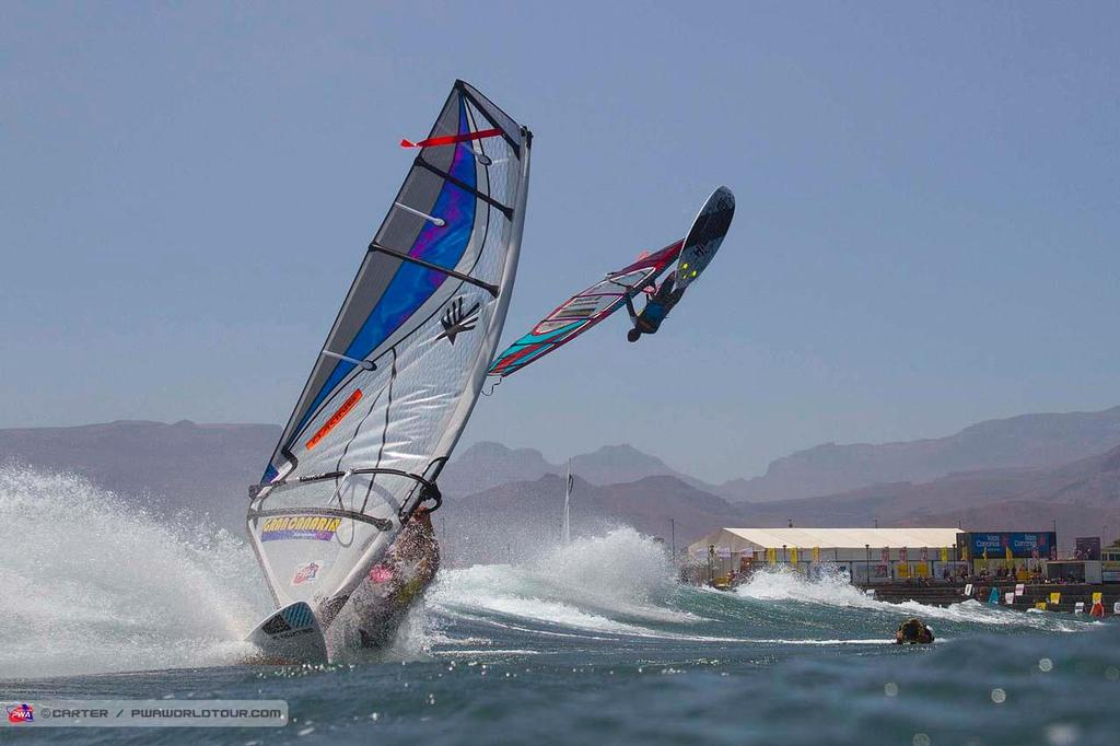 Landing and launching - 2014 PWA Pozo World Cup / Gran Canaria Wind and Waves Festival ©  Carter/pwaworldtour.com http://www.pwaworldtour.com/