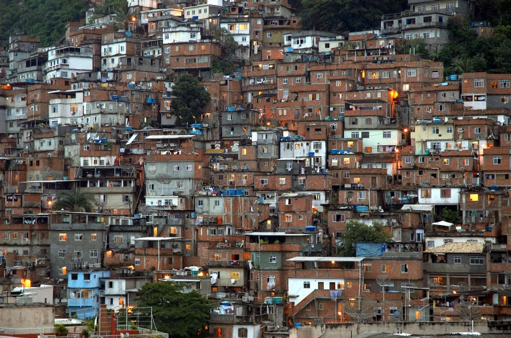 The Complexo de Mare slum is enormous - and the problems too, but it's a start. © Secretaria de Estado do Ambiente do Rio http://www.rj.gov.br