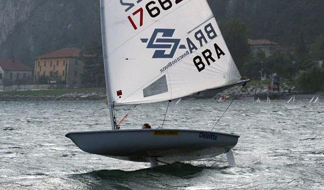 Shaun Priestly foiling at Lake Garda in Italy © Glide Free