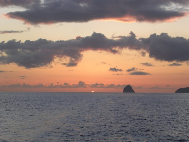 Honduras sunset - no more for cruising sailors? ©  SW