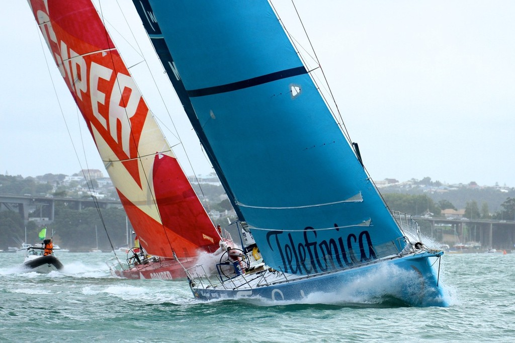 Telefonica leads Camper - 2011-12 Volvo Ocean Race Leg 5 Start - Auckland, March 18, 2012 © Richard Gladwell www.photosport.co.nz