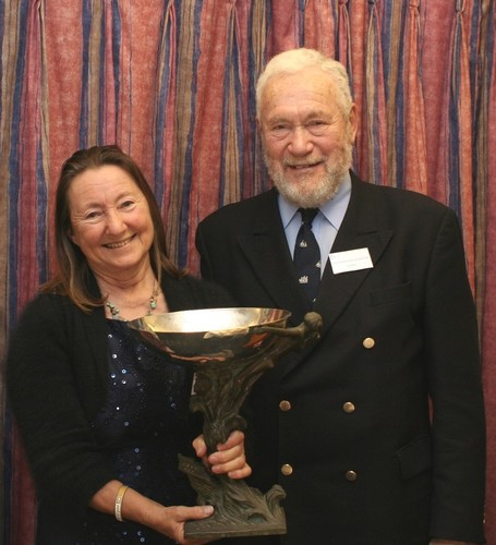Jeanne Socrates accepts the Duchess of Kent Trophy from Sir Robin Knox-Johnston ©  SW