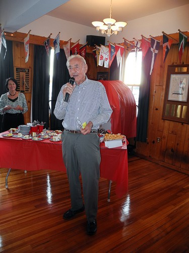 Santo speaking at his 90th birthday ©  SW