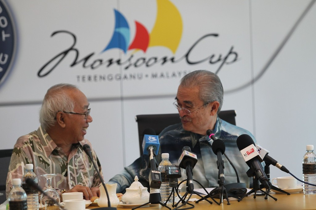 Tan Sri Sabbaruddin Chik, Chairman of TBest Events shares a light moment with Tun Abdullah Haji ahamd Badawi at the press conference - WMRT Monsoon Cup 2012 © Monsoon Cup Media . http://www.monsooncup.com.my