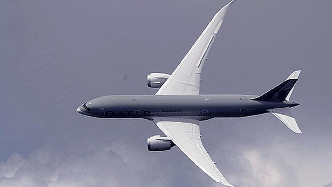 Boeing 787 Dreamliner carbon fiber wings are similar in scale to  the AC72 © SW