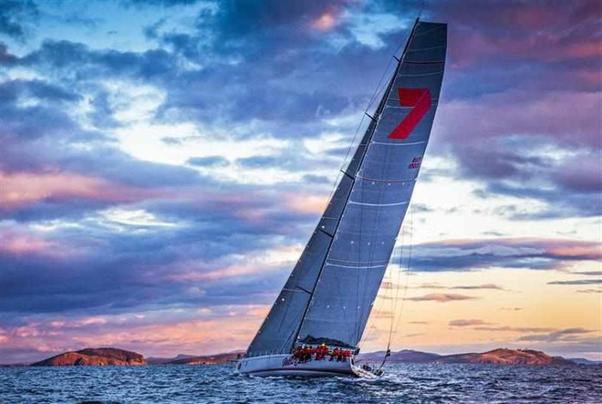 Wild Oats XI at Sunrise, Crossing Storm Bay Towards the Derwent River Entrance © ROLEX-Carlo Borlenghi