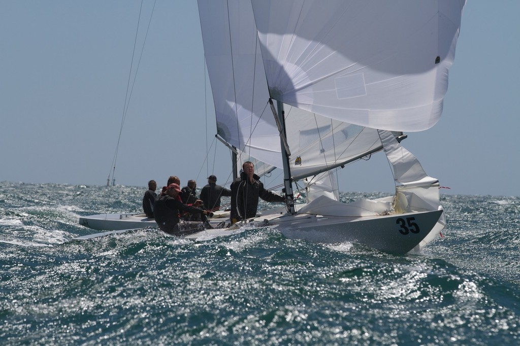 Gary Smith's Tusk pulls off a nice passing move. - Prochoice Safety Gear Etchells Nationals © Ron Jensen