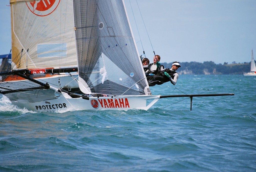 Yamaha White - Sam Marshall, Tom Peet and Ben Gladwell © Cecile Laguette
