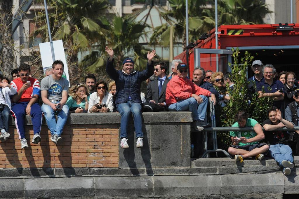Spectators in Naples Italy who came to the waterfront to watch the ACWS racing on April 19, 2013. ©  SW