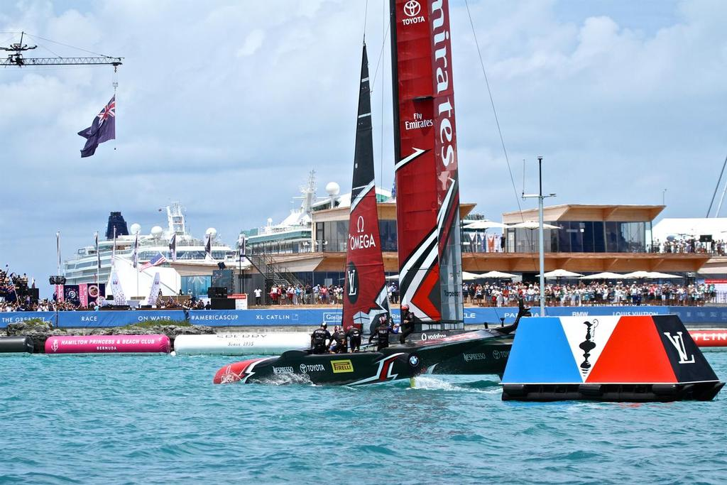Emirates Team New Zealand cross the line in the 35th America's Cup Match, Day  5 - to take the America's Cup out of Bermuda and back to New Zealand/Italy - Bermuda  June 26, 2017 © Richard Gladwell www.photosport.co.nz