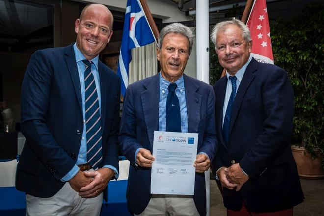 From left: Oliver Schwall, Managing Director SCL - Riccardo Bonadeo, YCCS Commodore -  Peter Wolsing, President ISLA, signatories of the Partnership Agreement ©  Lars Wehrmann / SCL