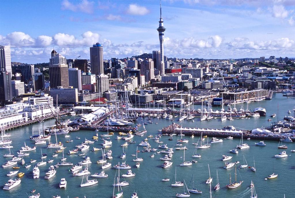 Luna Rossa returns to the crowds gathered around Auckland Viaduct Harbour after racing in the 2000 Louis Vuitton Cup - photo © Bob Greiser/America's Cup