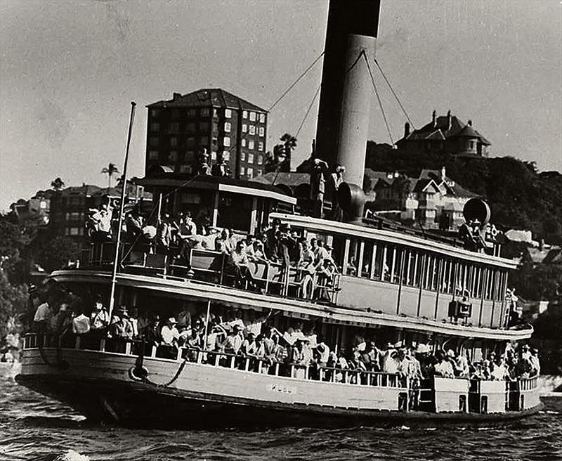 18 Footer Spectator Ferry Kubu in 1950 - photo © Archive