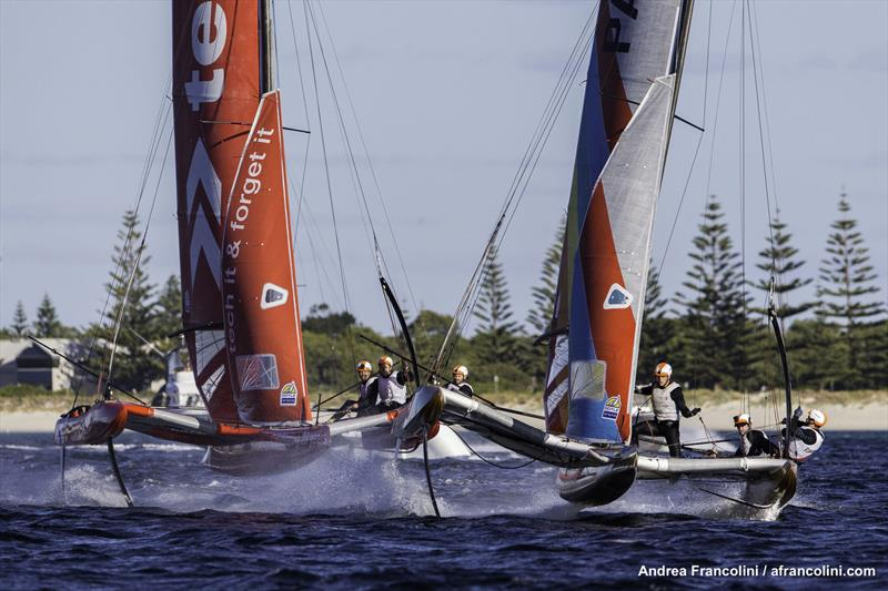tech2 and Pavement duking it out on Geographe Bay - photo © Andrea Francolini