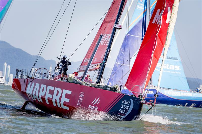 MAPFRE leads the fleet away as Volvo Ocean Race Leg 8 from Itajaí to Newport starts - photo © María Muiña / MAPFRE